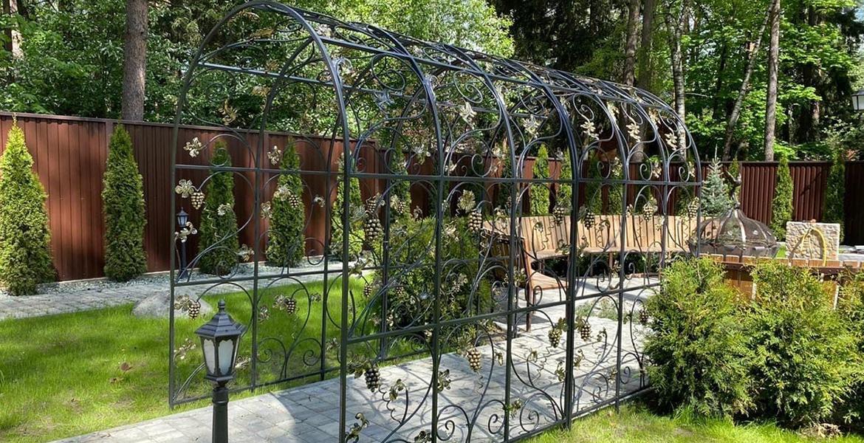 Кованые арки для сада